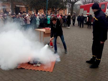Школярі і вчителі навчалися пожежній безпеці