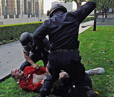 Сьогодні день боротьби за права споживачів і з поліцейською жорстокістю
