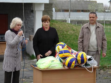 Міський голова передала спортінвентар ліцеїстам