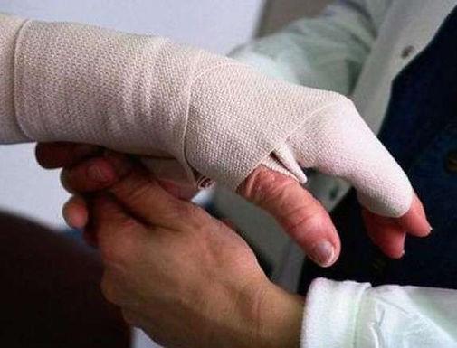 Житель Костичан обморозив руки і ноги