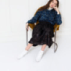 Skirt in timeless atmosphere telaxed in Christina Lundsteen chair