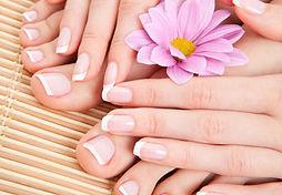 beauté des mains - beauté des pieds - manucure - pédicure - onglerie - vernis à ongle - réparation ongle cassé - nails art - beauté -bien-être - détente - relaxation - french manucure - doigts - orteils