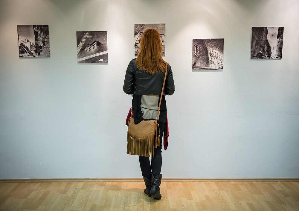 fotó egy fénykép kiállítás megnyitójáról