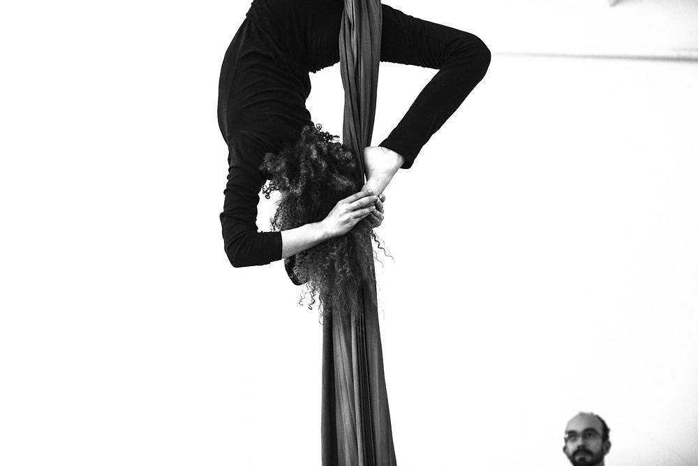 Freak Fusion Cabaret, lány a levegőben