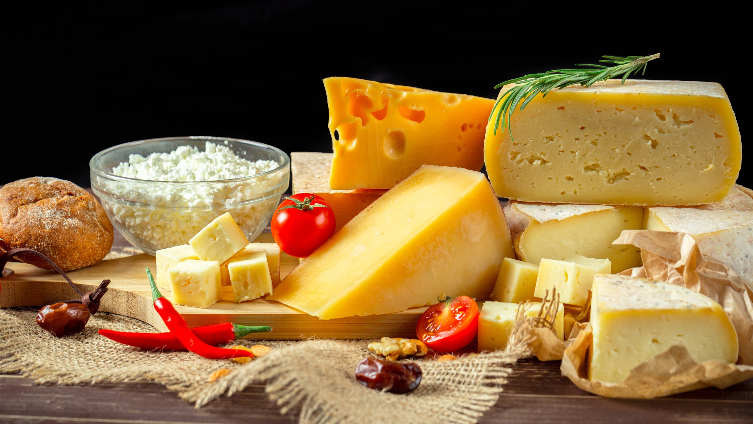 Cheese-dairy-products-tomato-pepper_2560