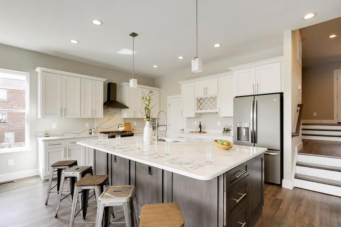 Main Level-Kitchen-_AMK4343.JPG