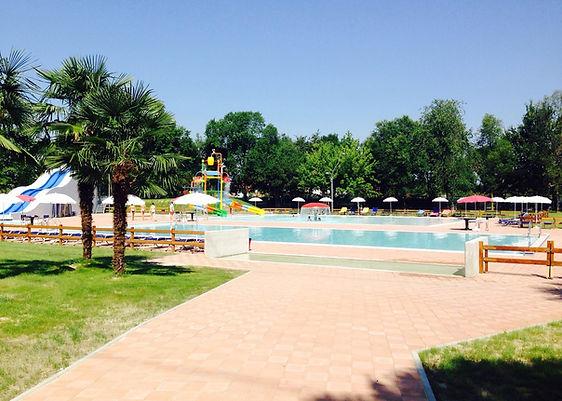 piscina seven village