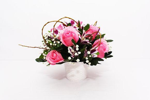 Delicadeza de Rosas e Astromélias Rosadas