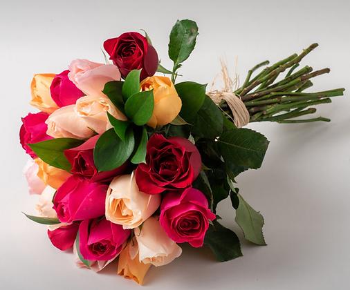 Buquê de 24 rosas mistas
