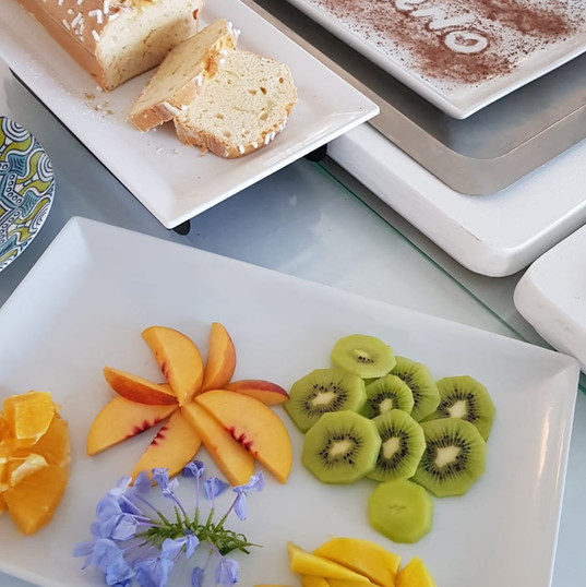 Oggi Plum cake e frutta fresca