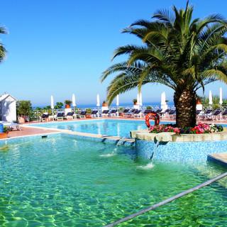 Salus und Belvedere Pools