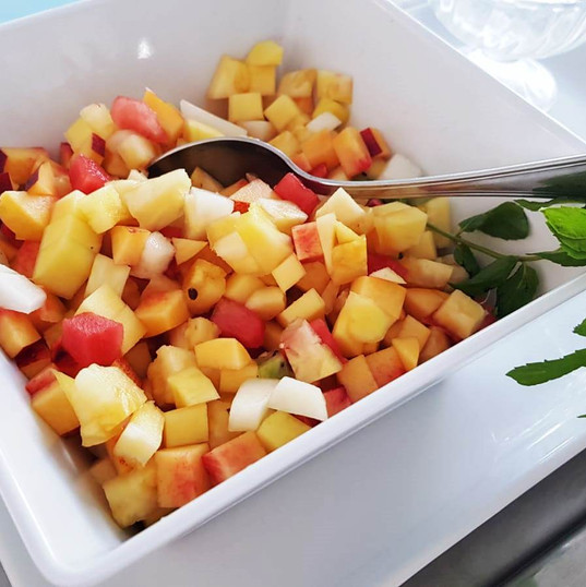 A colazione macedonia di frutta fresca