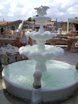 Pool fountain with lions