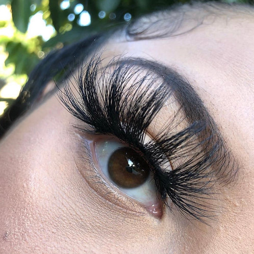 Mercedes 💕25mm lashes