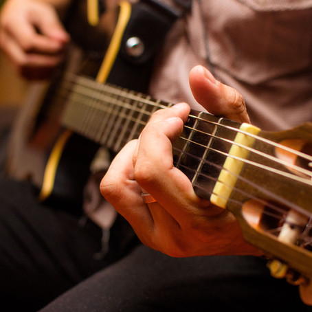 Registro de evento no Leblon (no formato voz, violão e percussão em geral)