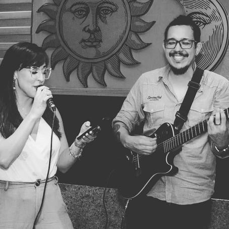 Os clientes adoram karaokê com música ao vivo (evento no Rio de Janeiro - RJ)