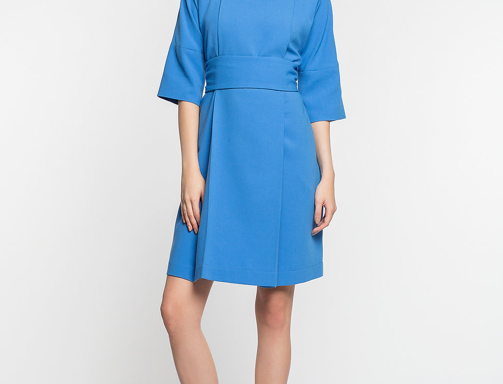 Платье со складкой
