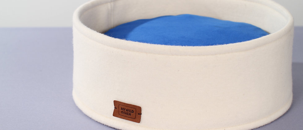 Wool felt high round bed with funky pillow