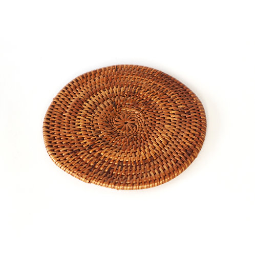Rattan place-mat for glass