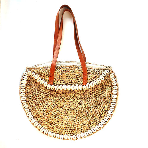 Grass bag with shells