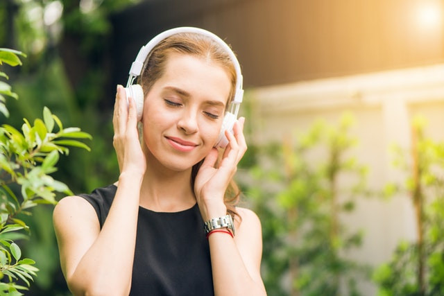 ฟังเพลงคลายเครียด
