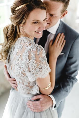Braut in I am Yours Hochzeitskleid
