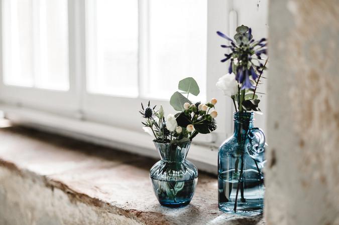 Fensterbank Blumendeko
