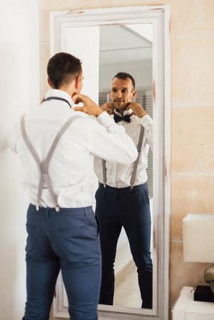 Bräutigam zieht sich an