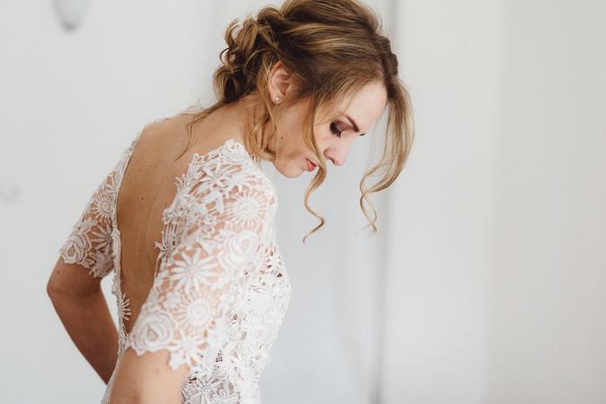 Brautfotos vom Styling am Hochzeitstag