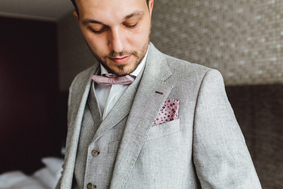 Bräutigam im Anzug