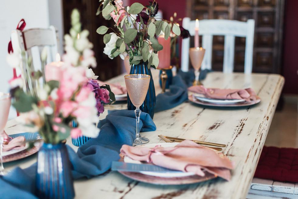 Tischdekoration Hochzeit rosa und blau