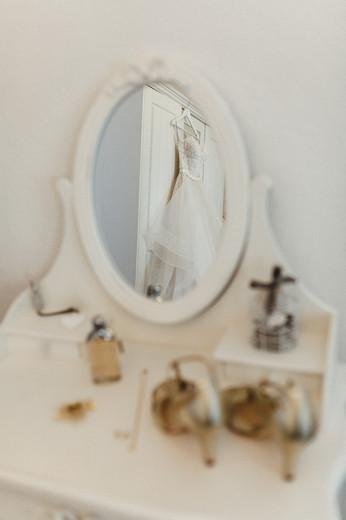 Vintage Makeup-Tisch beim Getting Ready der Braut