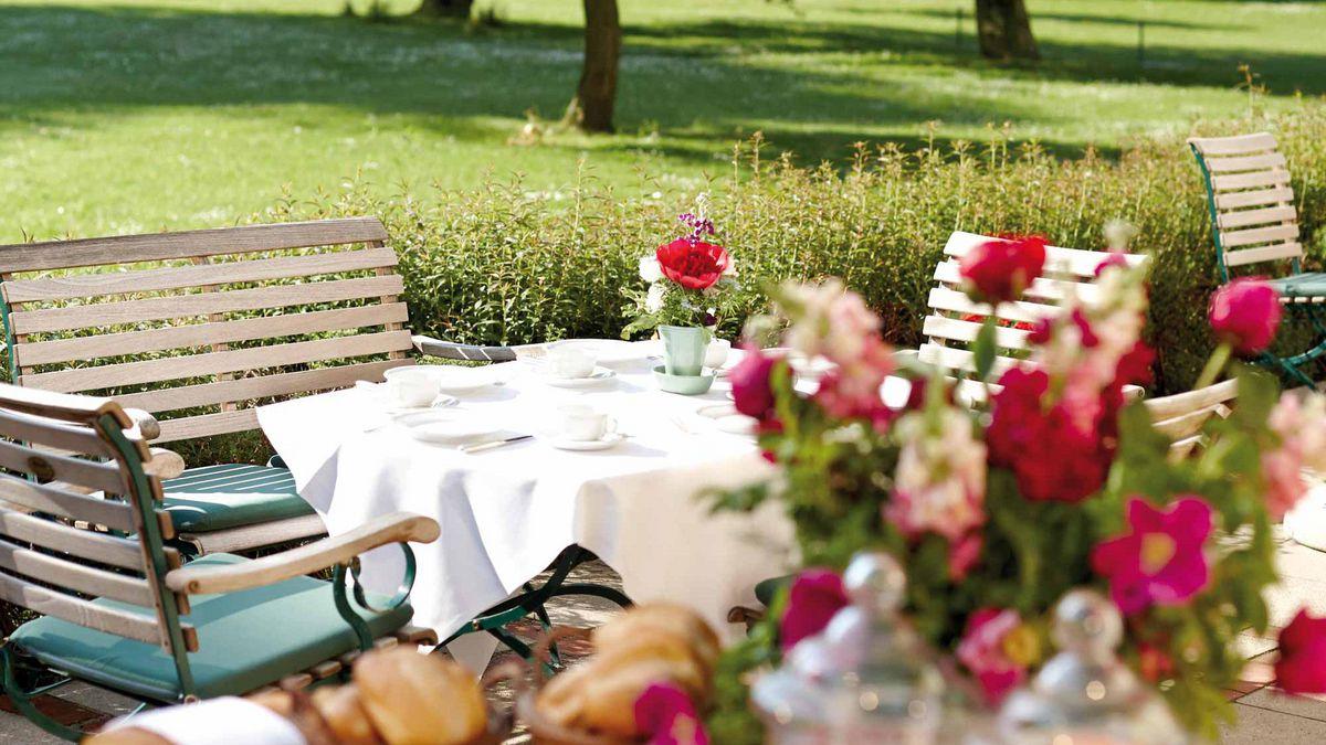 Tisch in der Sonne
