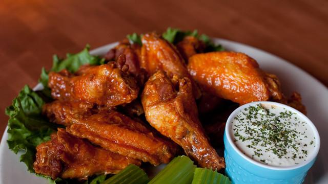 Tav's Famous Chicken Wings