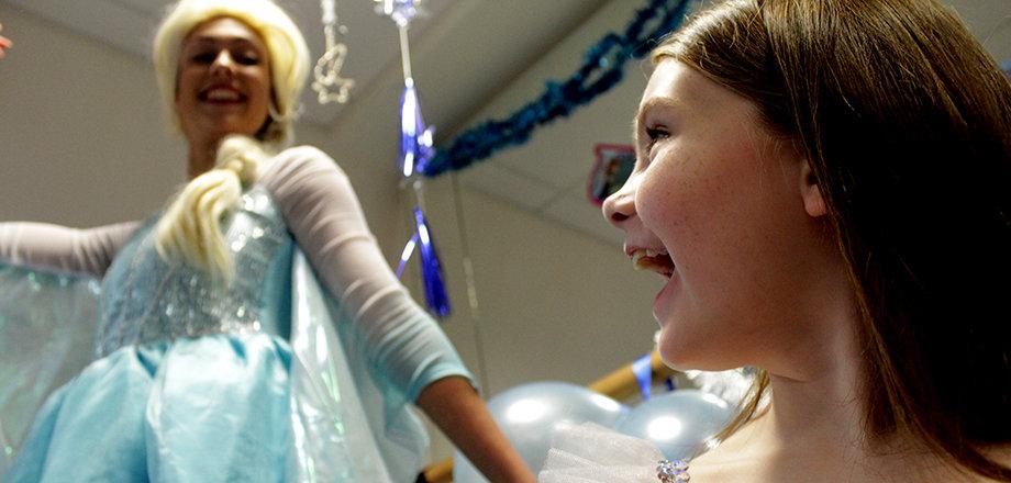 Frozen's Queen Elsa entertaining the birthday girl