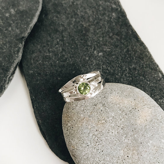Forged Elm Ring with Peridot
