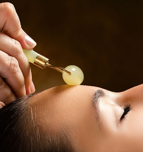 massage-facial-rouleau-jade_edited.jpg