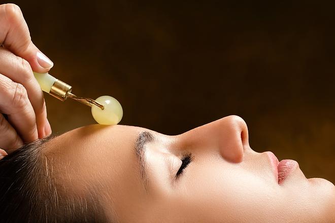 massage-facial-rouleau-jade.png