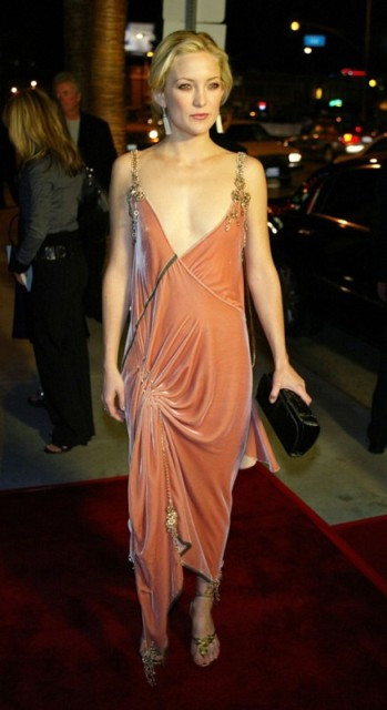 kate-hudson-how-to-loose-a-guy-in-ten-days-2003-peach-art-deco-dress-512ssl04181