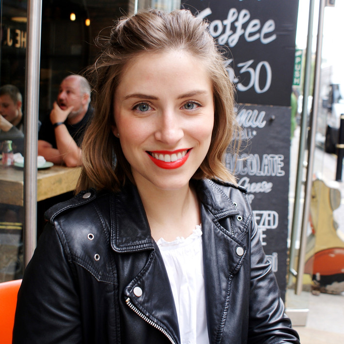 Five Girls Show Us How To Do Lipstick