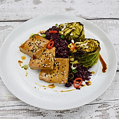 Tofu, Cabbage, Rice & Chilli Sauce