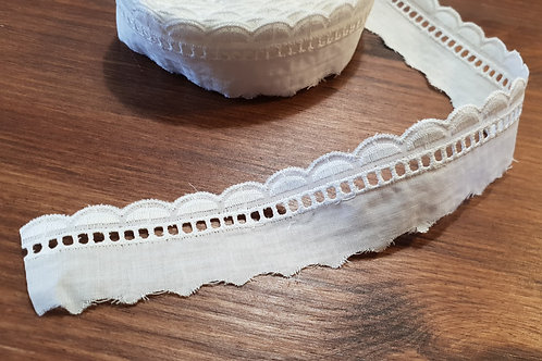Embroidered cotton lace 3cm- white