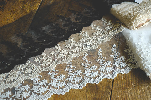 Embroidered lace 15cm