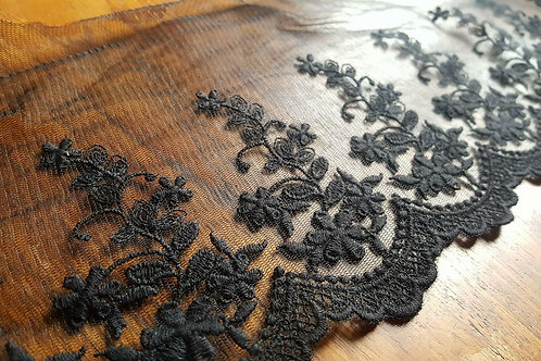 Black embroidered lace 15cm