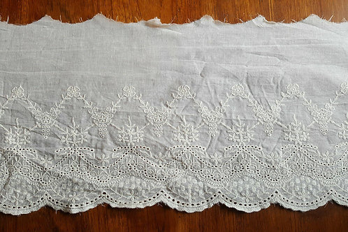 Embroidered cotton lace 19cm - A beige