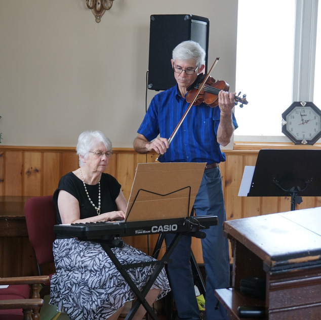 Jean and Kirby Julian greeted guests with a musical performance