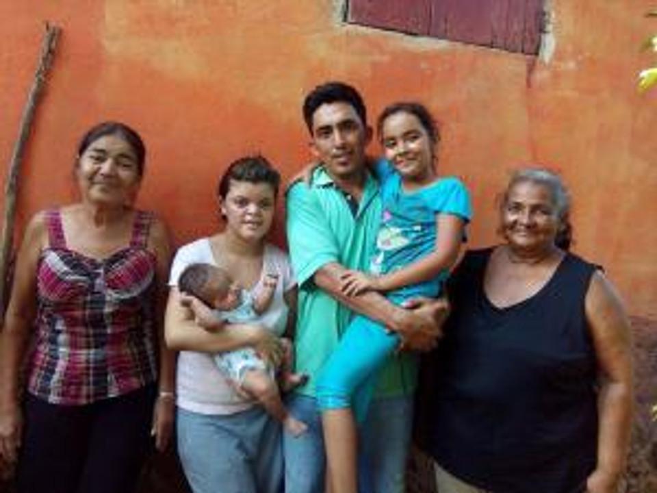 Suami y su familia