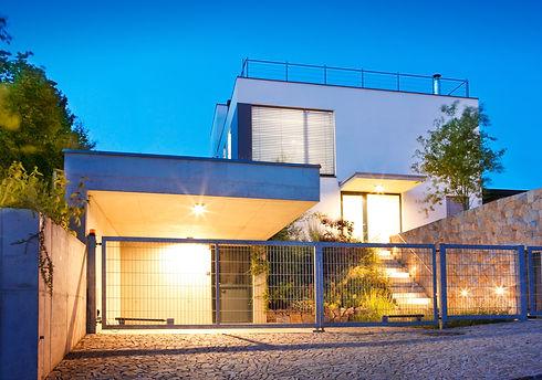 Modern House      _edited.jpg