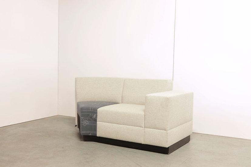 Bricks curved sofa with armrest / 1X