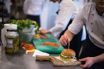 chef-finishing-burger-PR7WTEJ.JPG